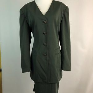 Jacqueline Ferrar Size 14 Suit Set Womens Green